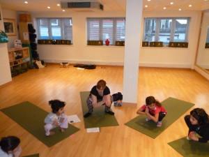 kids-yoga-croydon-west-wickham-squats